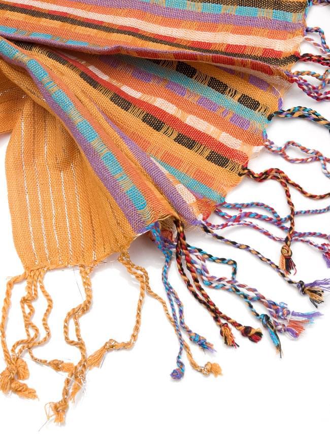 銀糸入りスカーフ - 薄オレンジ系の写真4 - フリンジ部分はこんな具合です。
