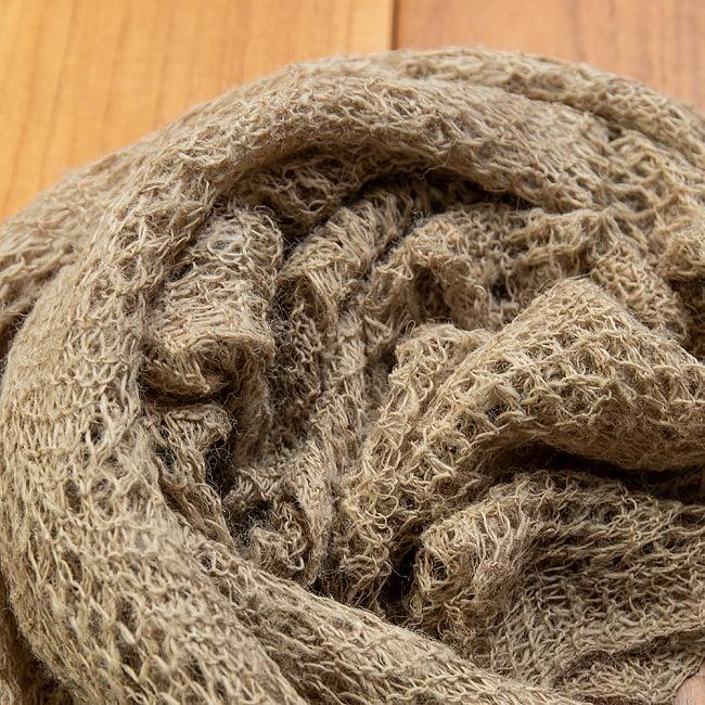天然ネトルの手編みストール 2 - 柔らかなショールです。