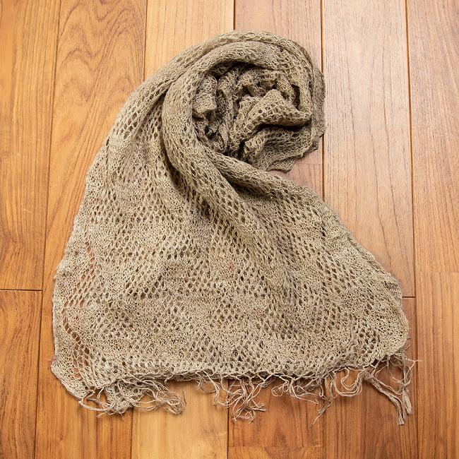 天然ネトルの手編みストールの写真