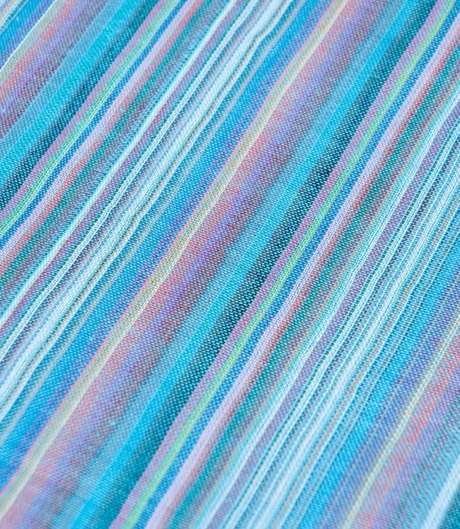カラフルストライプスカーフ - 水色系の写真2 - 生地を拡大して撮影しました。何色もの糸が使用されています。