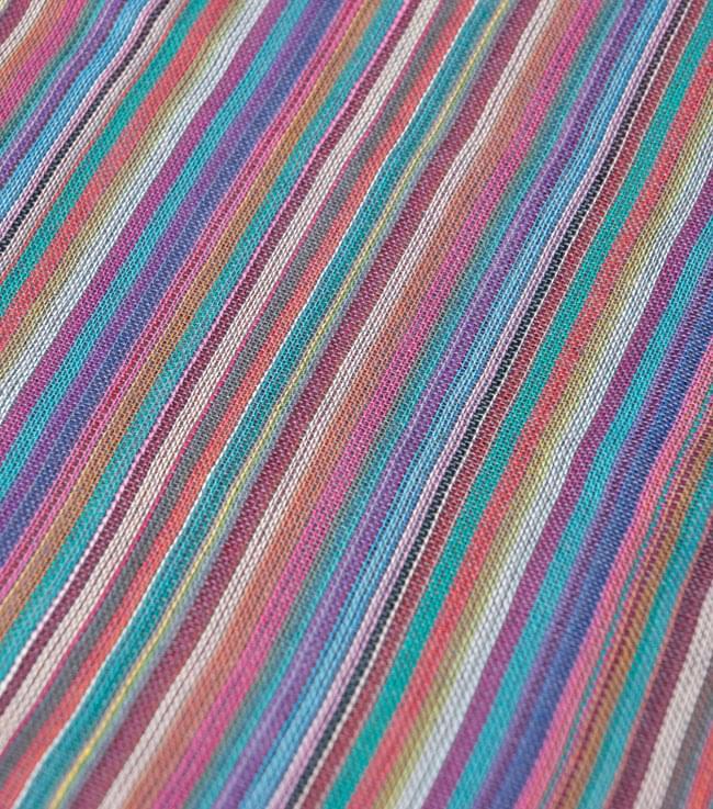 カラフルストライプスカーフ - 薄紫系の写真2 - 生地を拡大して撮影しました。何色もの糸が使用されています。