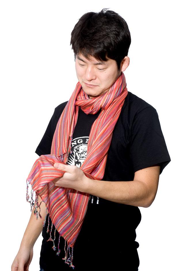 カラフルストライプスカーフ - 薄紫系の写真7 - もちろん男性にだってオススメです(別色商品オレンジ系【SCF-STRP-108】)!