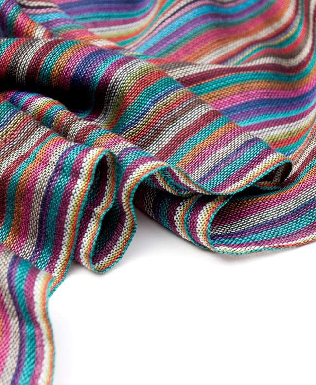 カラフルストライプスカーフ - 紫系の写真3 - とても柔らかいビスコース素材です。