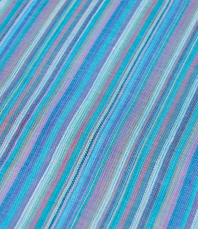 カラフルストライプスカーフ - 水色系 2 - 生地を拡大して撮影しました。何色もの糸が使用されています。