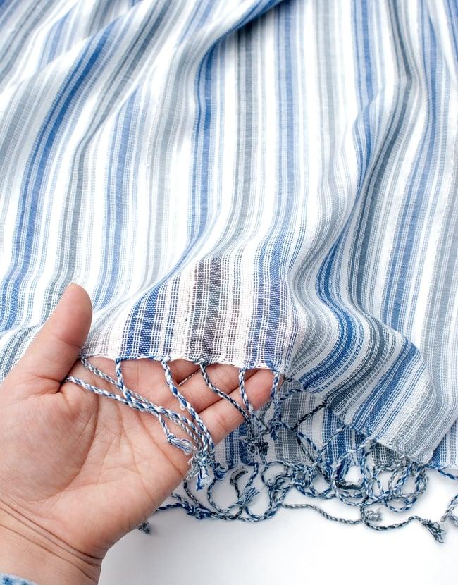 カラフルストライプスカーフ- - 白×青×グレー系の写真7 - このような質感になります