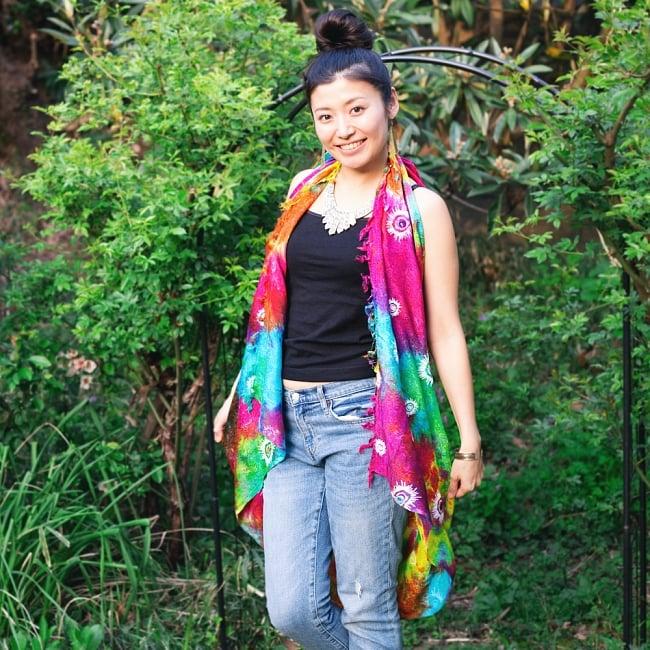 虹色タイダイ染め サイケデリックホーリーファブリック〔170cm×108cm〕の写真11 - 大きな布なので、アイデア次第で色んな着こなしができますよ。インテリア用の布としても大活躍します。