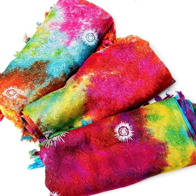 虹色タイダイ染め サイケデリックホーリーファブリック〔170cm×108cm〕の写真16 - 昔ながらのタイダイ染めなので、このようにそれぞれ染めの色合いはことなります。全体的な雰囲気はほぼ同じですが、色合いのパターンがことなる点は予めご了承いただけますと幸いです。