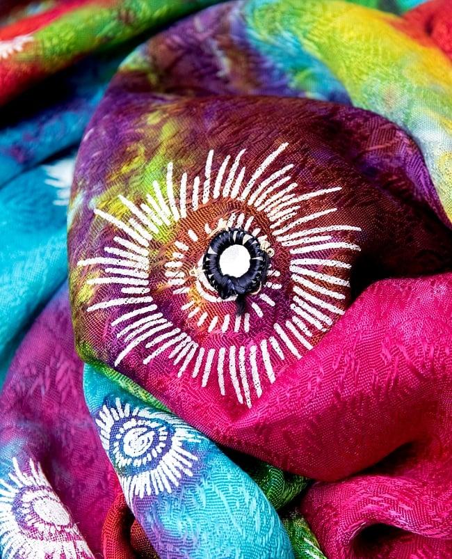 虹色タイダイ染め サイケデリックホーリーファブリック〔170cm×108cm〕の写真6 - 部分的にミラーが付いていて、他にはないインドの雰囲気。