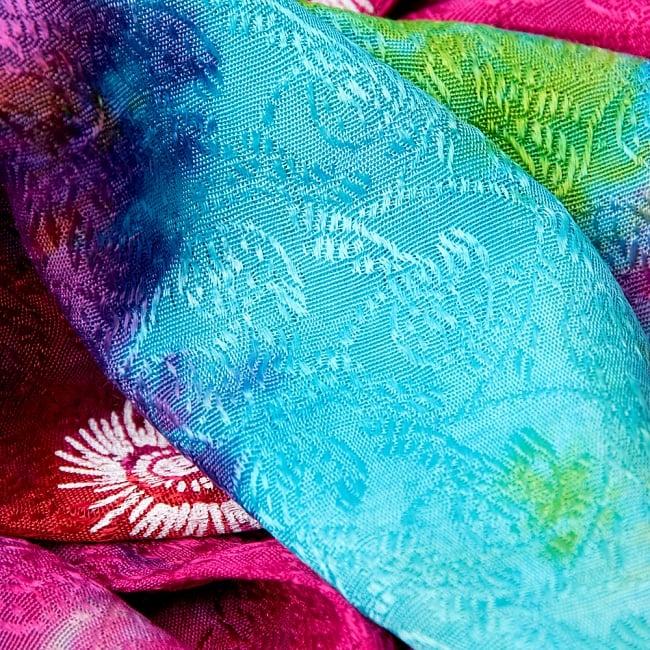 虹色タイダイ染め サイケデリックホーリーファブリック〔170cm×108cm〕の写真7 - 全体に更紗模様が施されていて、見る角度によって浮かび上がってきます。