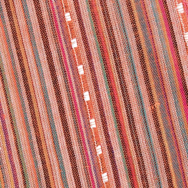 インドの伝統布ルンギーのボーダーストール〔200cm×97cm〕オレンジ 3 - 生地を拡大してみました。