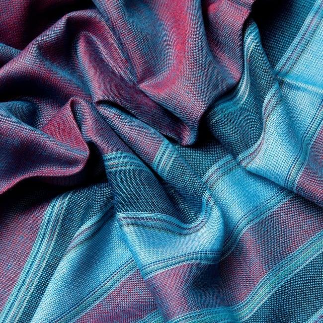 インドの伝統布ルンギーのボーダーストール〔200cm×97cm〕ブルー×レッド 6 - 色彩のインドらしく、綺麗な布です