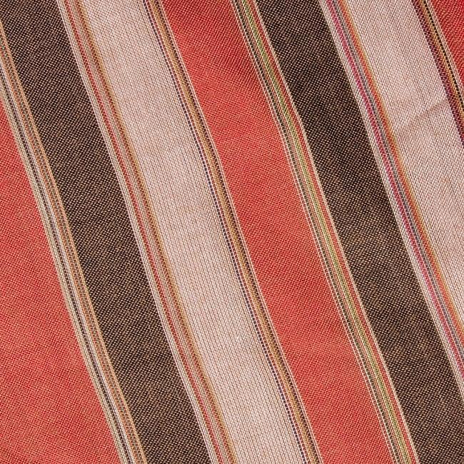インドの伝統布ルンギーのボーダーストール〔200cm×97cm〕ブラウン×オレンジ 3 - 生地を拡大してみました。