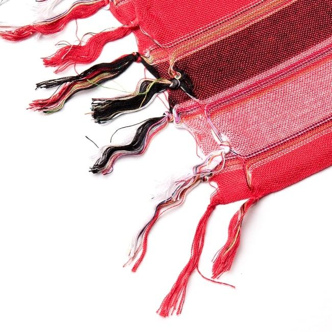 インドの伝統布ルンギーのボーダーストール〔200cm×97cm〕レッド 4 - 縁の写真です