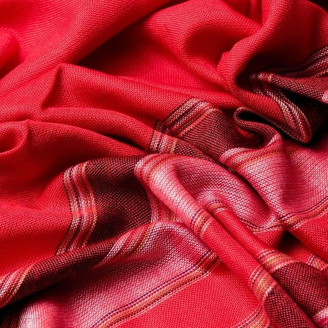 インドの伝統布ルンギーのボーダーストール〔200cm×97cm〕レッド 6 - 色彩のインドらしく、綺麗な布です