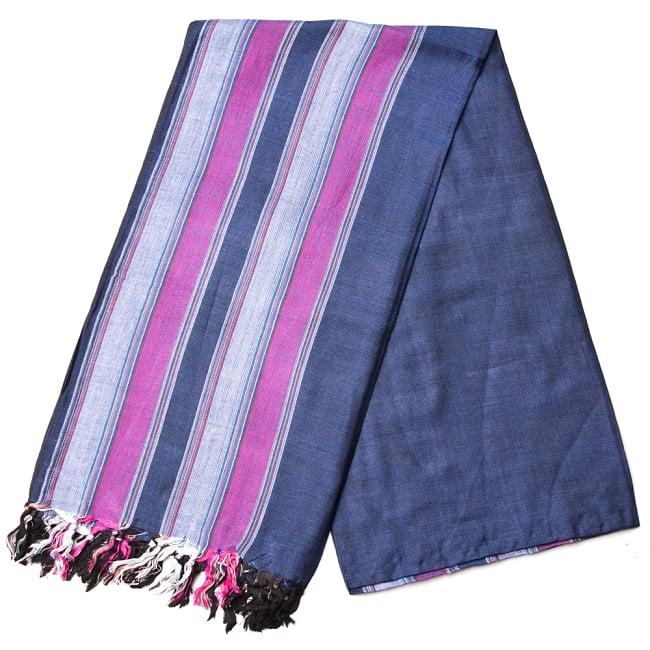 インドの伝統布ルンギーのボーダーストール〔200cm×97cm〕ネイビーパープル 2 - 折りたたむとこのような感じです