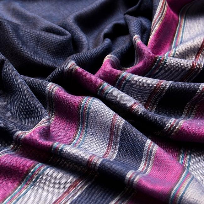 インドの伝統布ルンギーのボーダーストール〔200cm×97cm〕ネイビーパープル 6 - 色彩のインドらしく、綺麗な布です