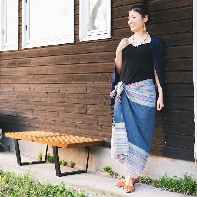 インドの伝統布ルンギーのボーダーストール〔200cm×97cm〕ネイビーパープル 9 - 簡単に結んでスカートなどの代わりにも!(写真は類似商品です。)