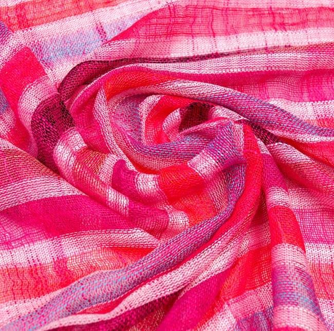 カラフルストライプスカーフ - ピンク系の写真5 - 布の質感を活かして撮影してみました