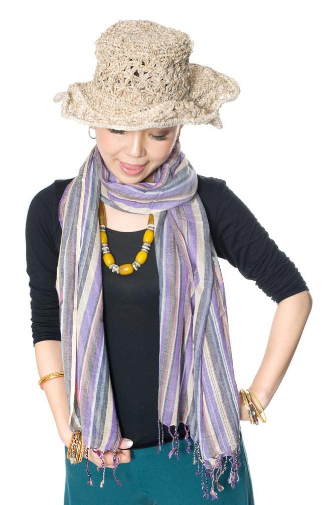 カラフルストライプスカーフ - 薄紫系 7 - 無地の衣服と合わせると模様がよく映えますね(薄紫系)。