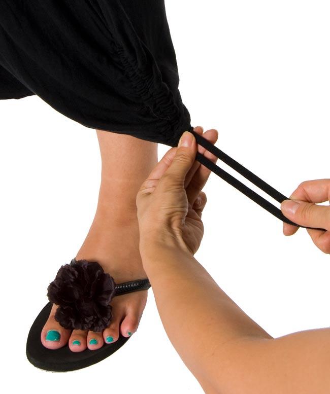 レーヨンモモンガパンツ 黒 4 - 裾は紐になっています。