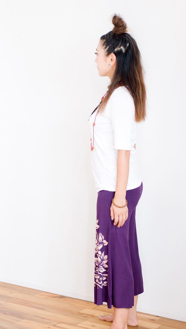 ロータスガウチョパンツ - 紫 3 - 横からの姿はこのような感じになっております。スッキリしたシルエットが綺麗です。