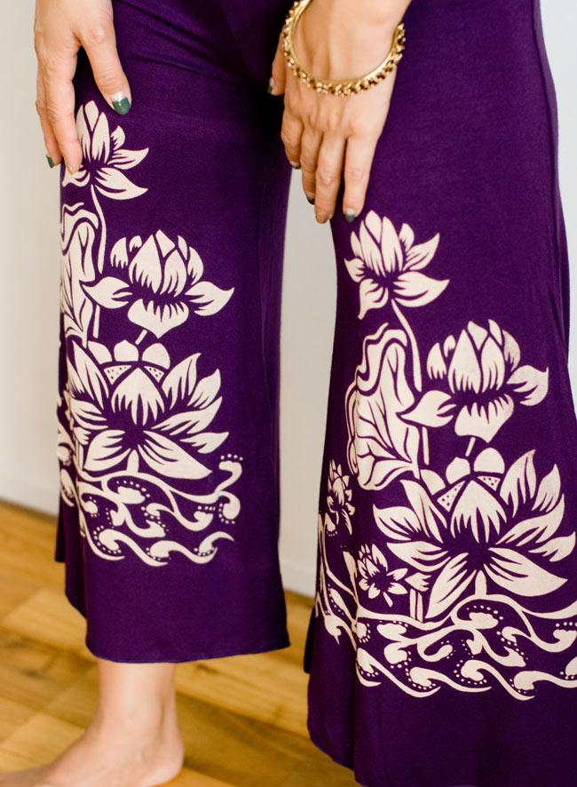 ロータスガウチョパンツ - 紫 5 - 柄をアップにしてみました。蓮の花柄がアジアンな雰囲気を引き出しますね!