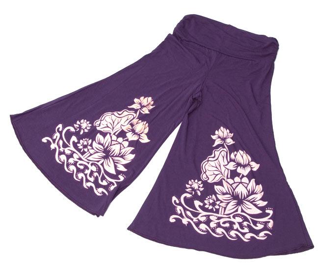ロータスガウチョパンツ - 紫 8 - 広げるとこのようなデザインとなっております。裾が広がったワイドパンツですが、ウエストまわりはぴったりなので、スッキリした印象です。