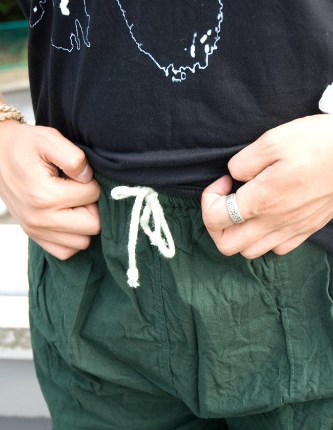 シンプル無地のコットンパンツ 【深緑】 4 - ウエスト部分は紐で調節します。