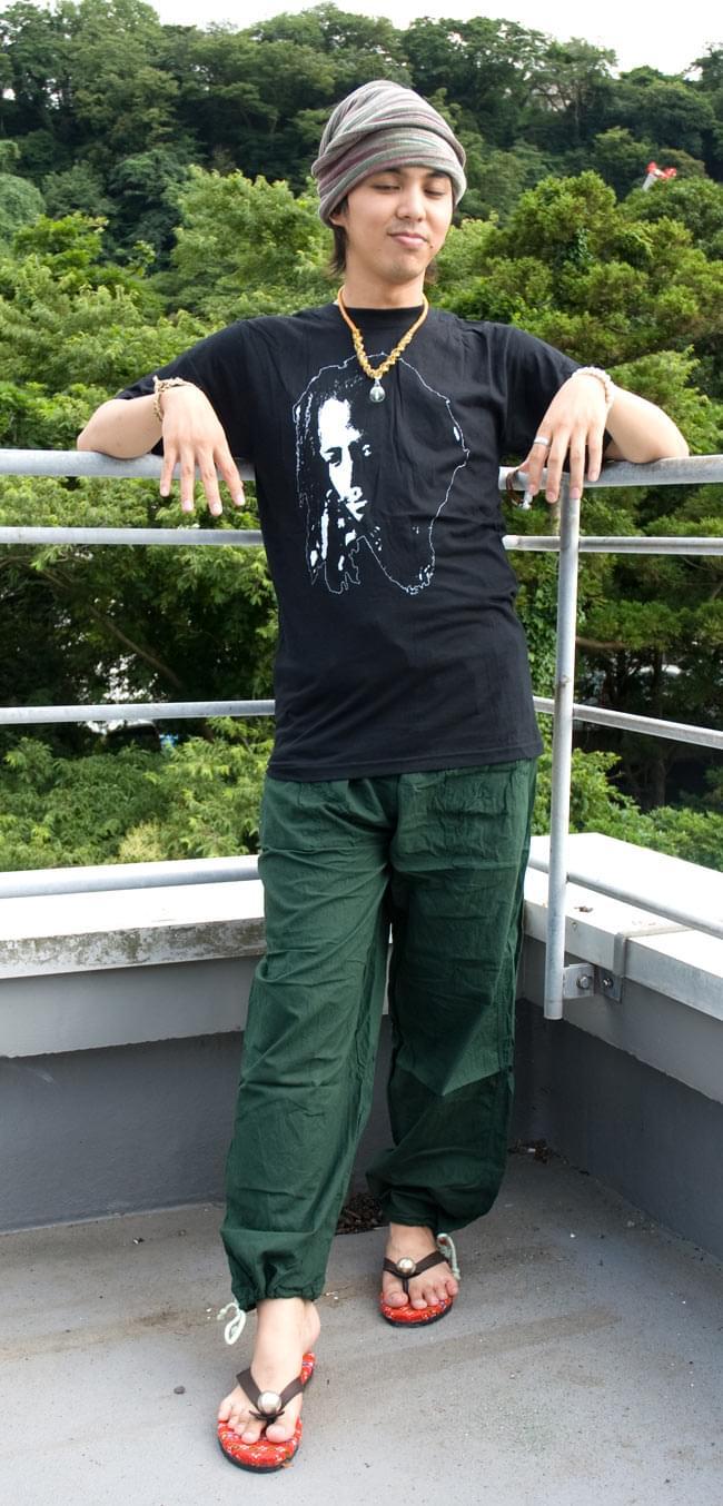 シンプル無地のコットンパンツ 【深緑】の写真