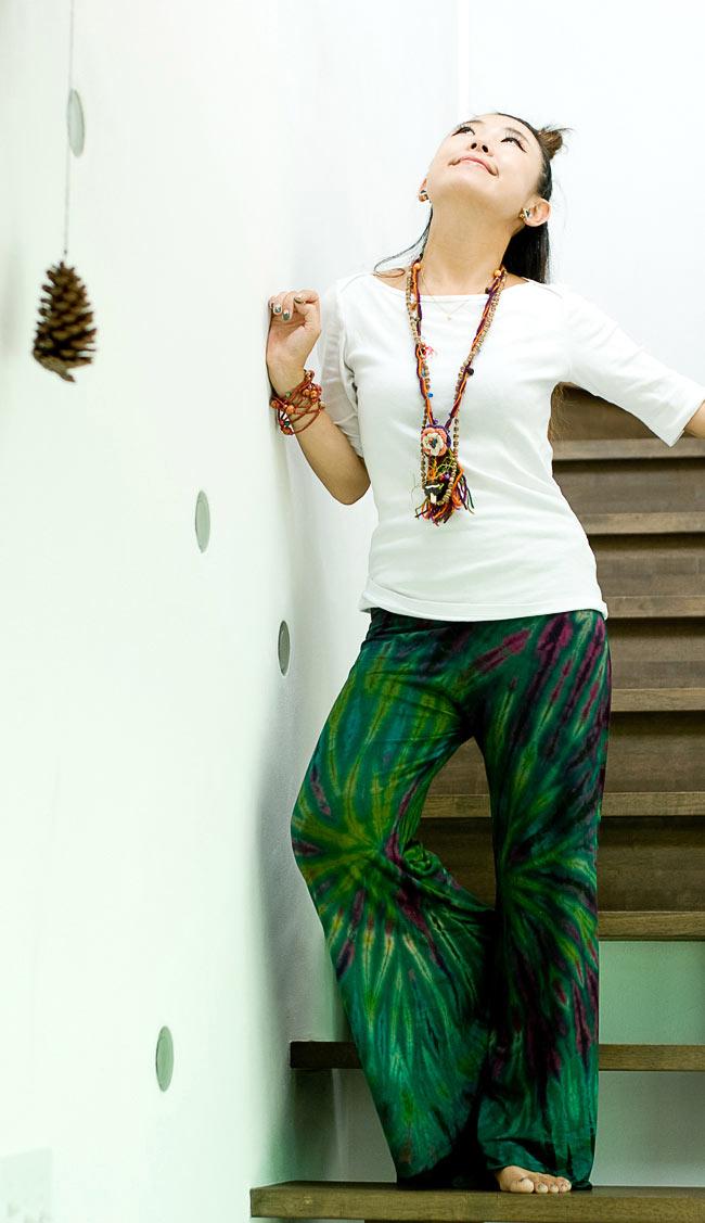 タイダイロングガウチョパンツ 【グリーン系】の写真2 - ストレッチ素材はとにかく履きやすいです。