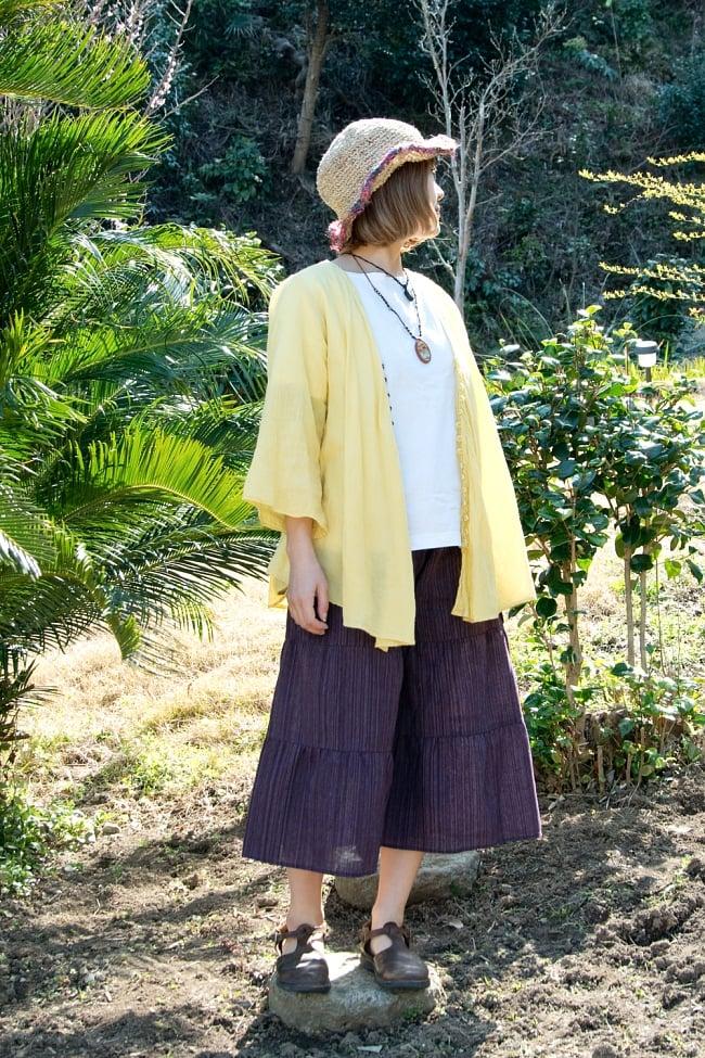 コットン素材のティアードフレアパンツ【ミディアム丈】 2 - 身長150cmのモデル着用例です。選択1:パープル