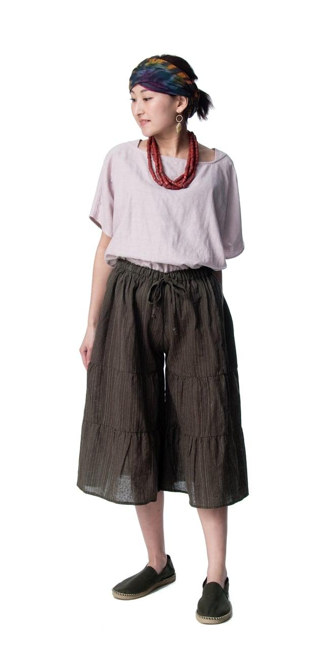 コットン素材のティアードフレアパンツ【ミディアム丈】 3 - 身長159�のモデル着用例です。選択3:ブラウン