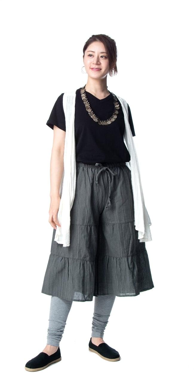 コットン素材のティアードフレアパンツ【ミディアム丈】 6 - 身長165�のモデル着用例です。選択11:グレー