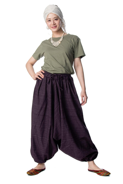 ストライプ織りのコットンモモンガパンツ 3 - ゆったりデザインでボディラインも隠してくれるので、着やすいです。