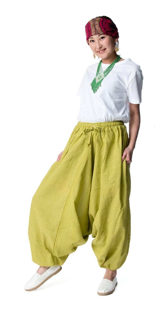 ストライプ織りのコットンモモンガパンツ 6 - 身長159cmのモデル着用例です。選択4:ライトグリーン