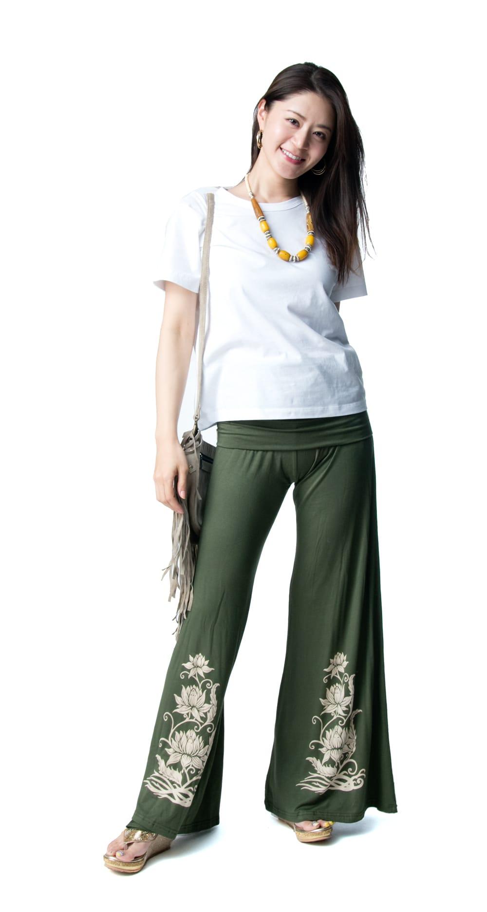 ロータスプリントのハイウエスト ガウチョパンツ 5 - Tシャツをインしなくてもスッキリしたラインで美しく着ていただけます。