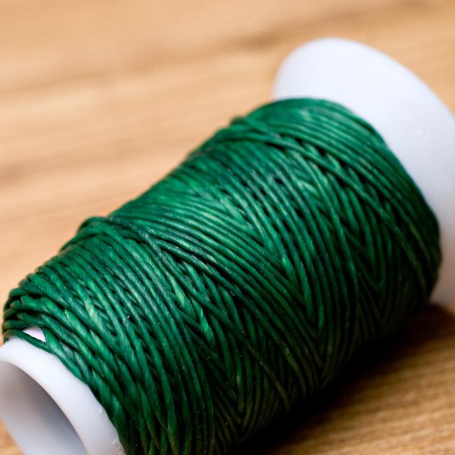 ワックスコード - 蝋引き紐 - 30g - 緑の写真 - 質感がわかるように近寄ってみました。蝋でコーティングされているので、とてもしっかり丈夫なのがわかります。たまにロウの塊がありますが問題ありません。