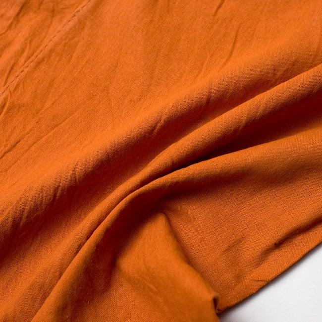 シンプルコットンタイパンツ - ロング - オレンジの写真3 - 質感がわかるようにくしゃっとしてみました。