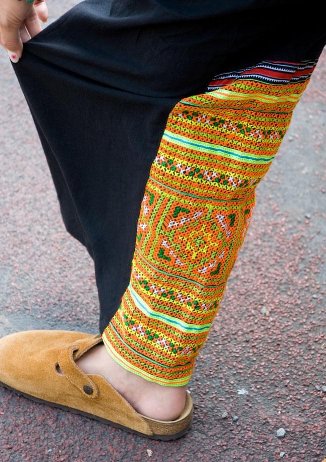 モン族刺繍のタイパンツ 【黒】の写真6 - さり気なくあるモン族刺繍が目を引きます。