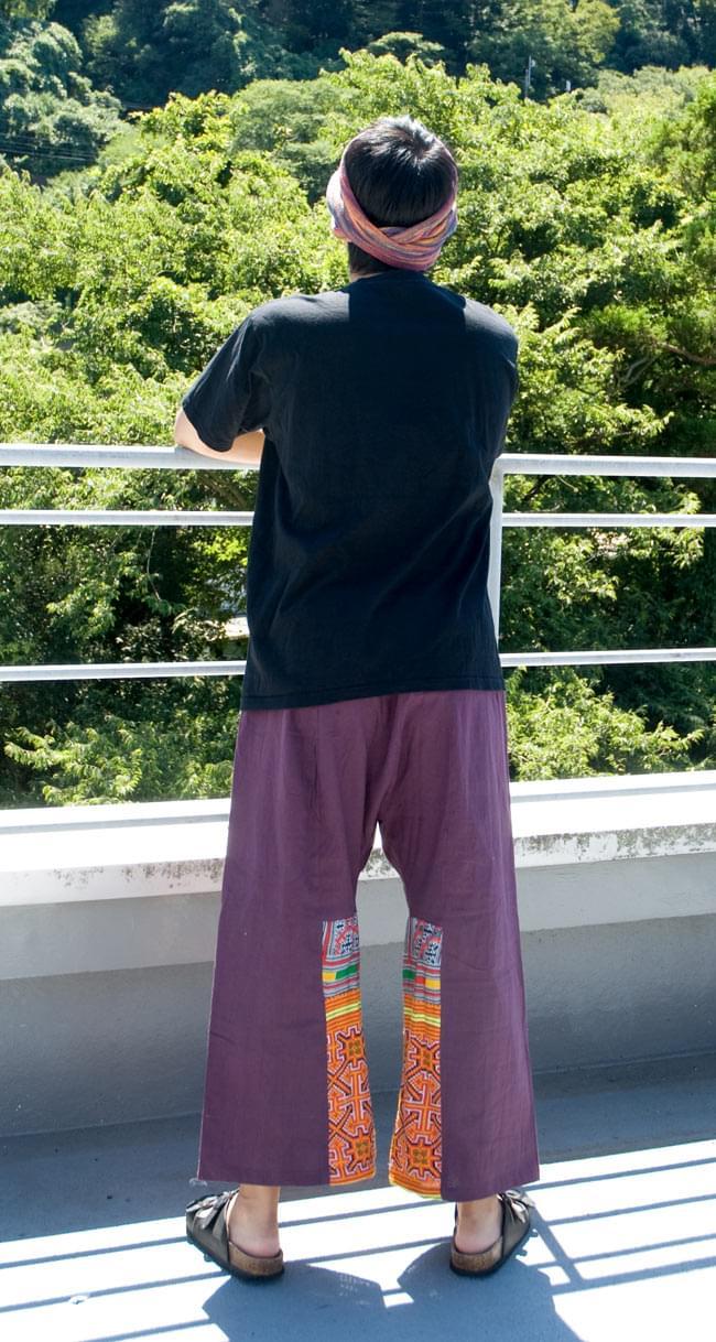 モン族刺繍のタイパンツ 【えんじ】の写真3 - 後ろ姿です。