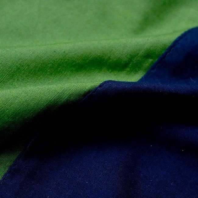 バイカラーのコットンタイパンツ-ショート - 【ネイビー・グリーン】の写真3 - 質感はつるりとした肌触りの良いコットン生地です。