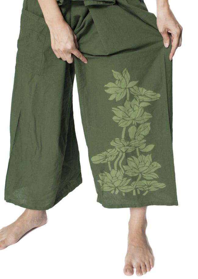 シンプルコットンタイパンツ 【濃緑 - ハスの模様入り】の写真3 - ワンポイントがおしゃれ。