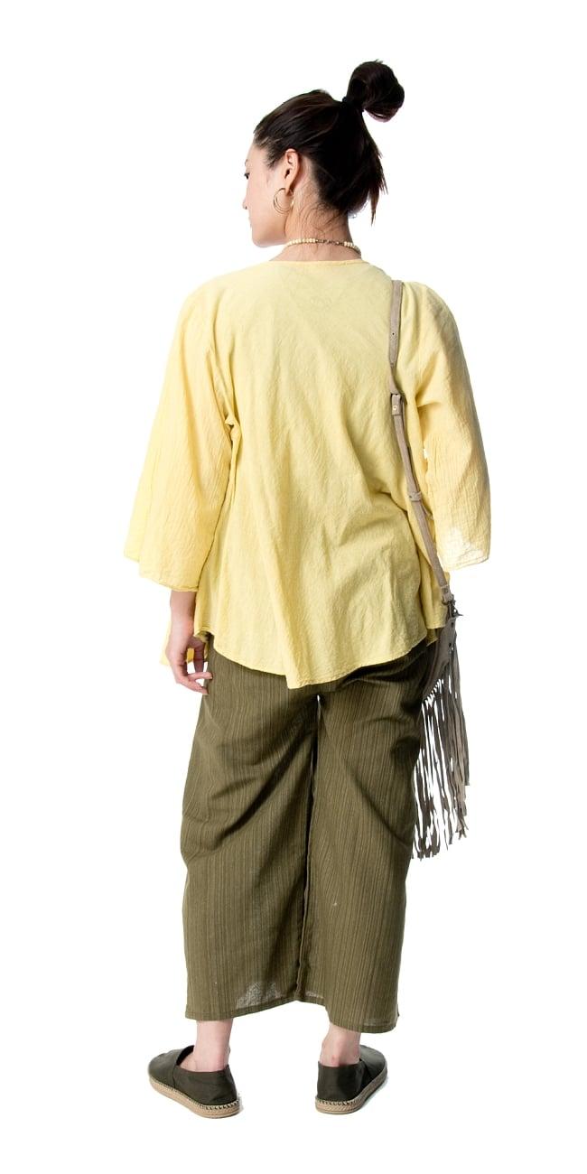 ストライプ織りのコットンタイパンツ 4 - 後ろからのシルエット