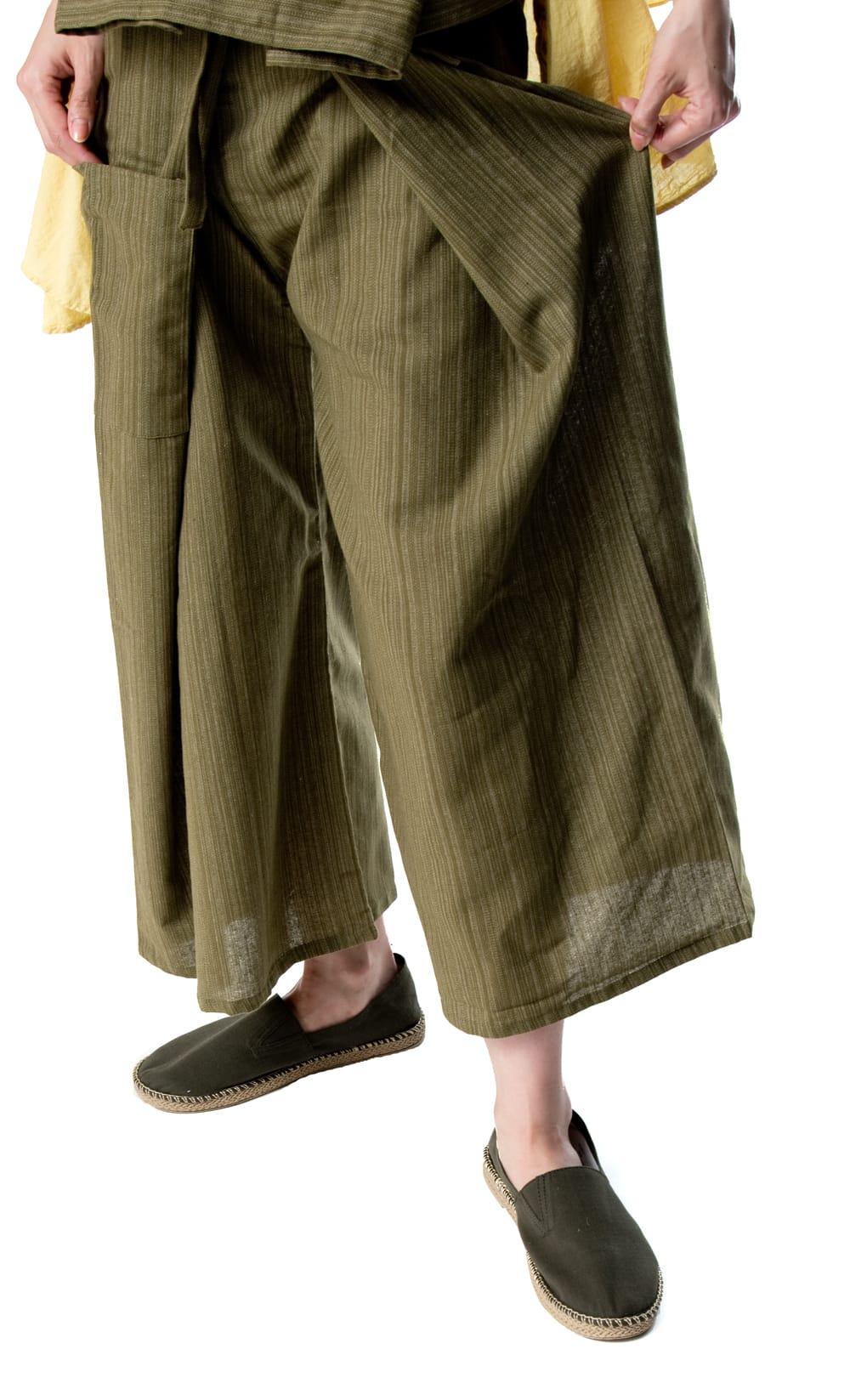 ストライプ織りのコットンタイパンツ 7 - 脚さばきもよく歩きやすいです。