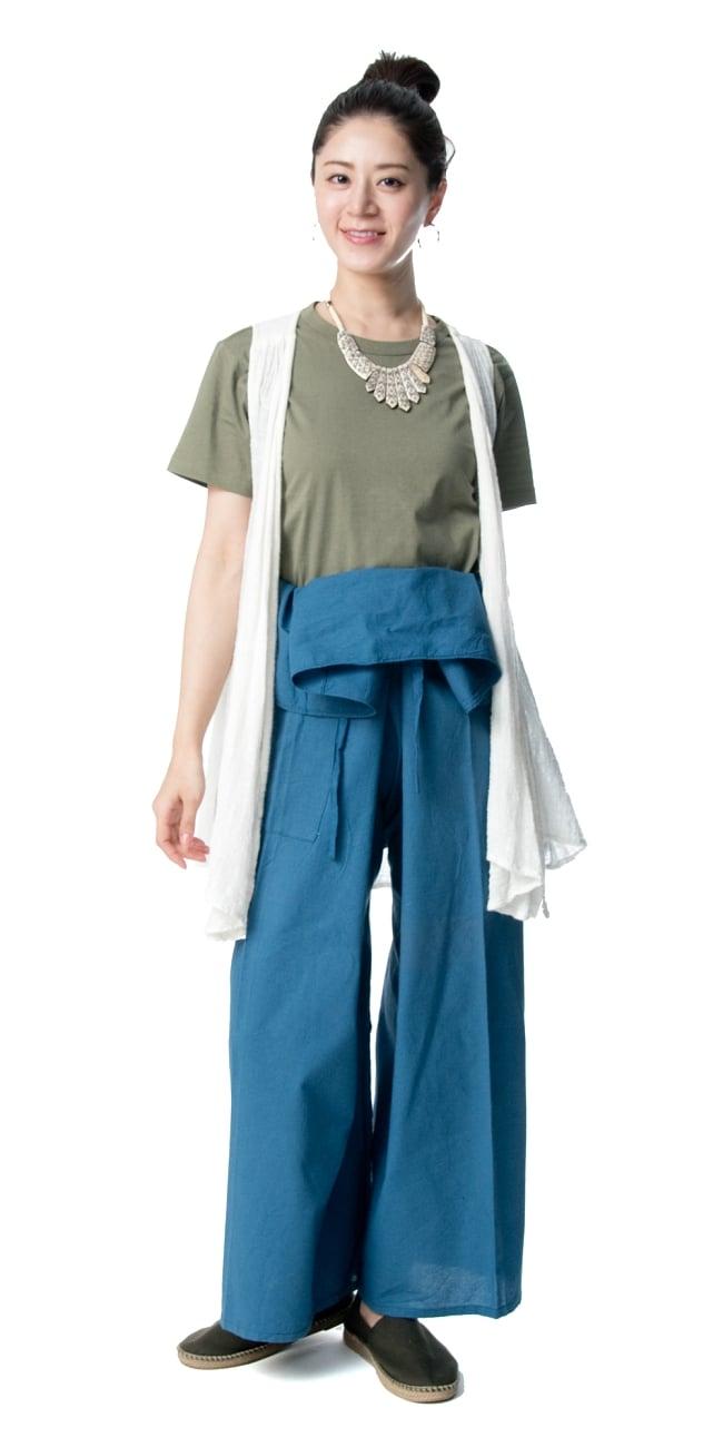 シンプルコットンタイパンツ 3 - 身長165cmのモデルさん着用例です。選択1のブルーを着用しています。
