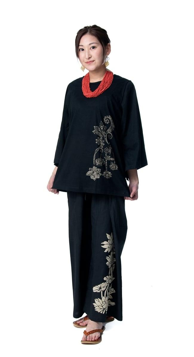 ロータスプリントのコットンタイパンツ 2 - 身長159cmのモデルさん着用例です。選択1のブラックを着用しています。