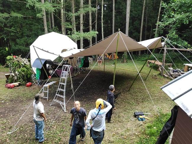 ストレッチテント 野外フェス イベント タープ【8m x 6m】【納期45日】 10 - 山の中のイベントにて8m x 6mのストレッチテントを設置しました。ドームは内容に含まれておりません。