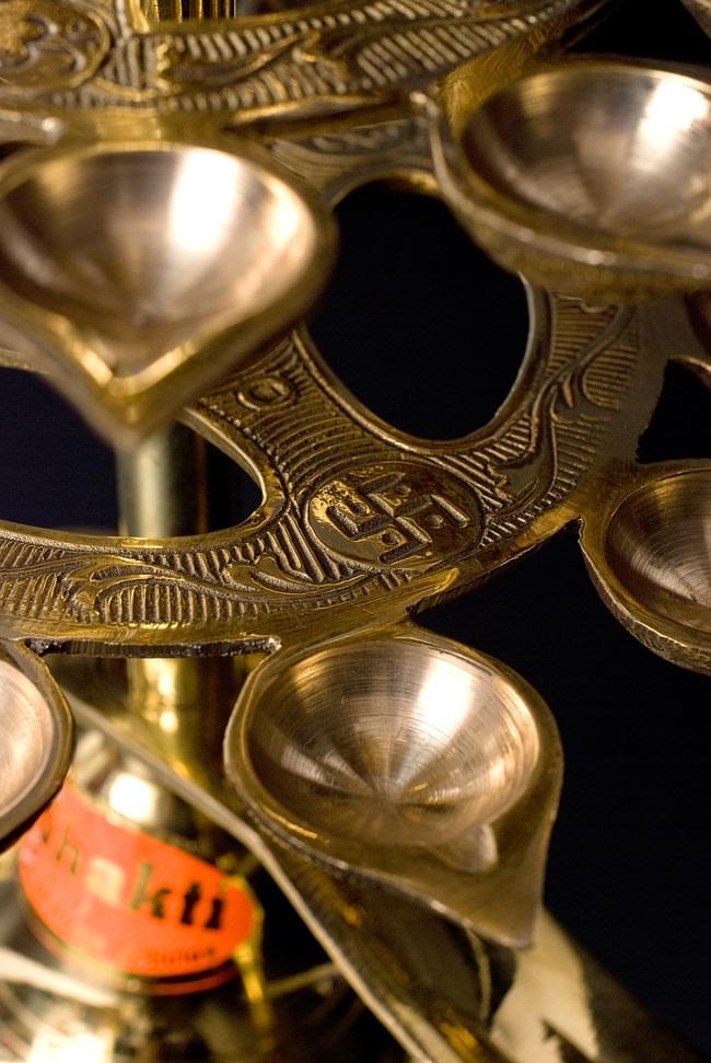 """儀式""""Aarti""""に用いられるオイルランプ 7段【45cm】 6 - 下の段に行くほど花の輪は大きくなります。"""
