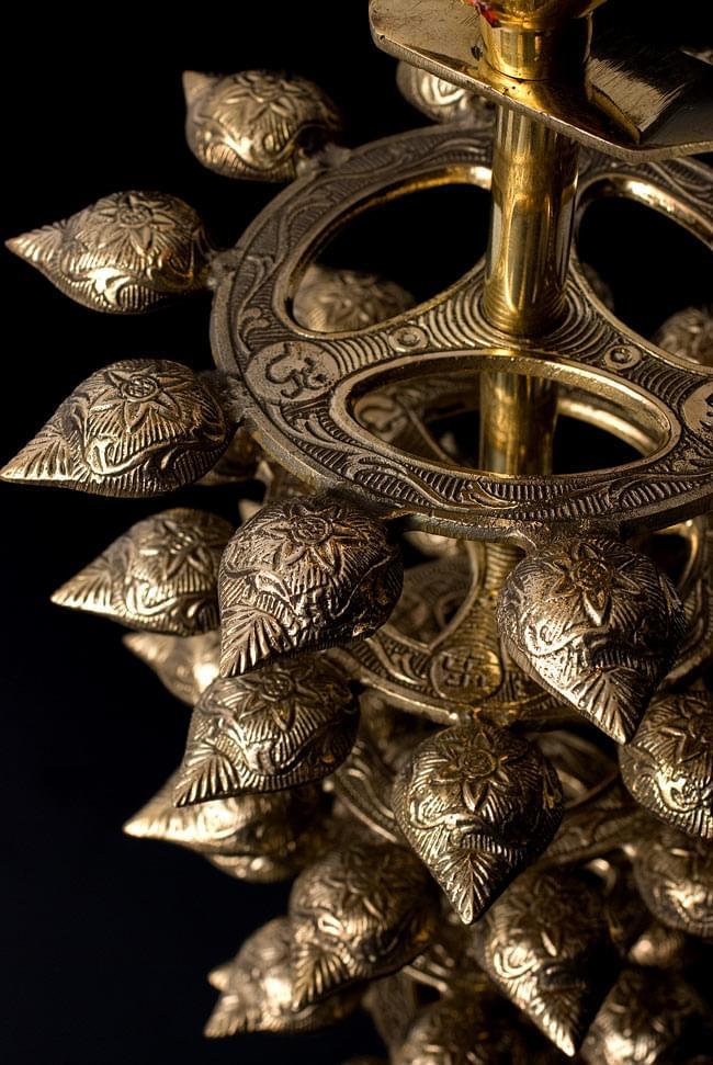"""儀式""""Aarti""""に用いられるオイルランプ 7段【45cm】 7 - 上下を返して下から撮影しました。花弁の裏側それぞれにもまた細工が施されています。"""