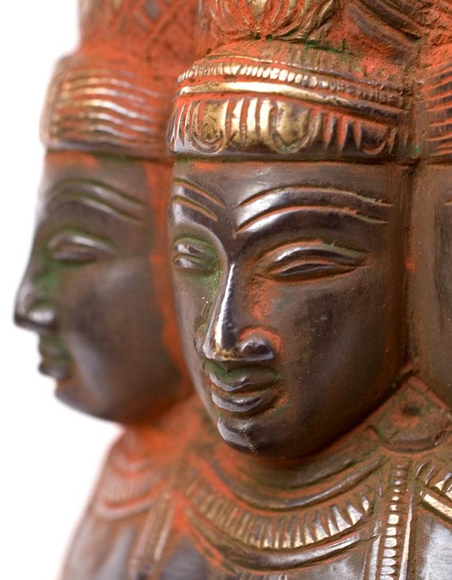 ビシュヌの9面像の写真3 - お顔を拡大しました。